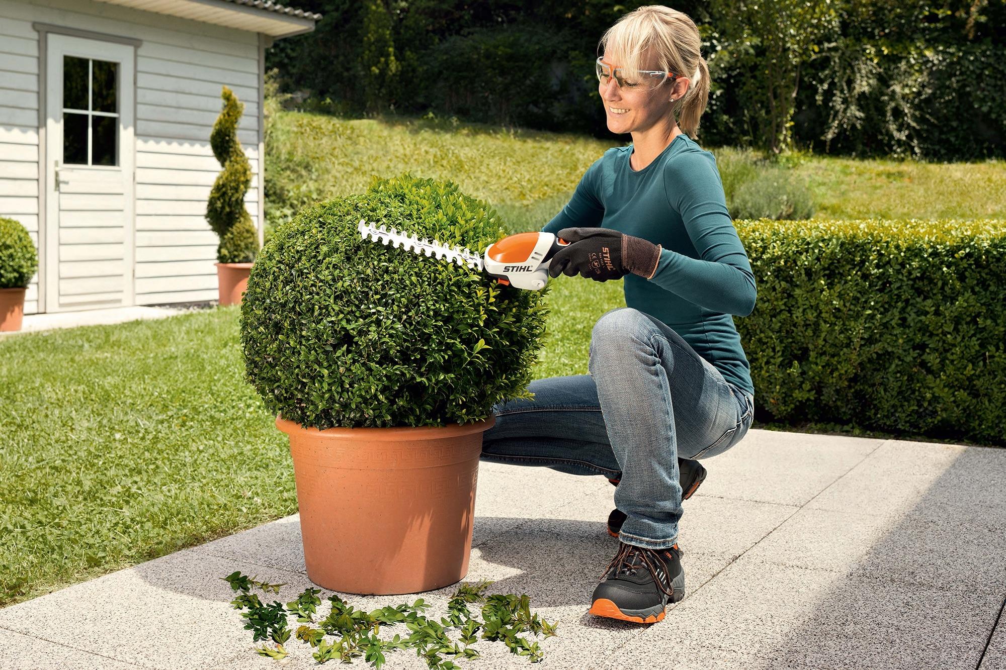 Vente achat location entretien révision de matériels espaces verts Stihl chez NOVA. 12 agences dans le sud-est en région PACA - Aix - Arles - Nîmes - Avignon. Département 13-30-84-26-83-04-05-06