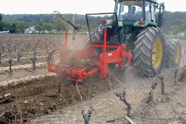 Arracheuse GRENIER FRANCO, charrues défonceuses, arracheuses de vignes, sous-soleuses multiples, culticpes rotatif, débroussailleurs forestiers